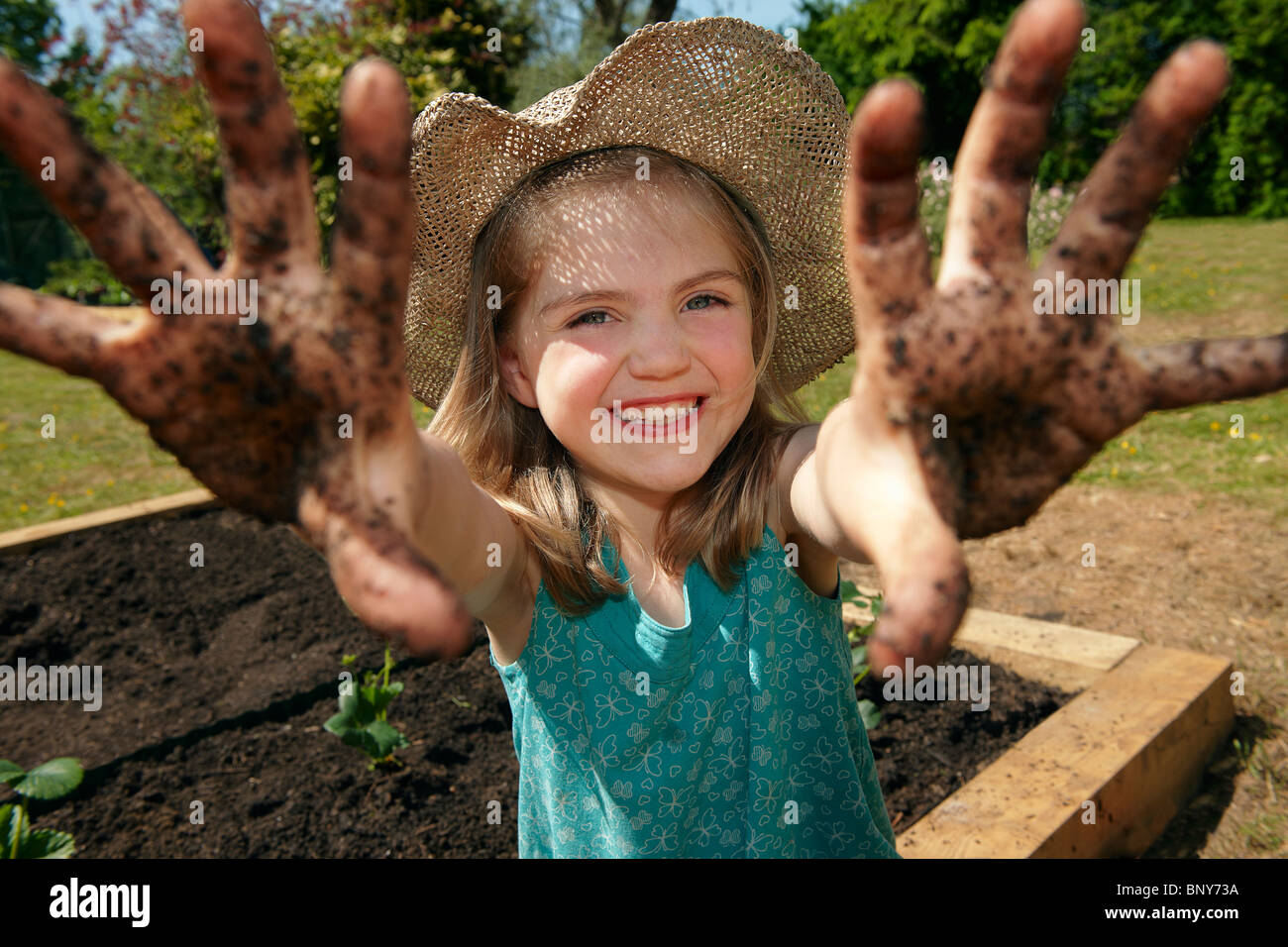 Young girl in garden with muddy hands Stock Photo: 30716430 - Alamy