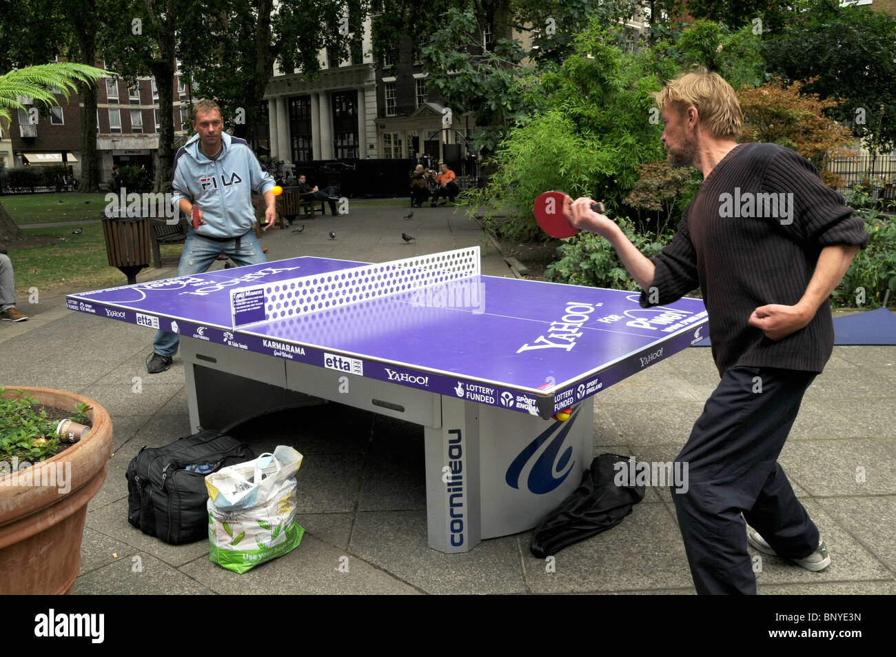LONDON PUBLIC TABLE TENNIS AT SOHO SQUARE - Stock Image