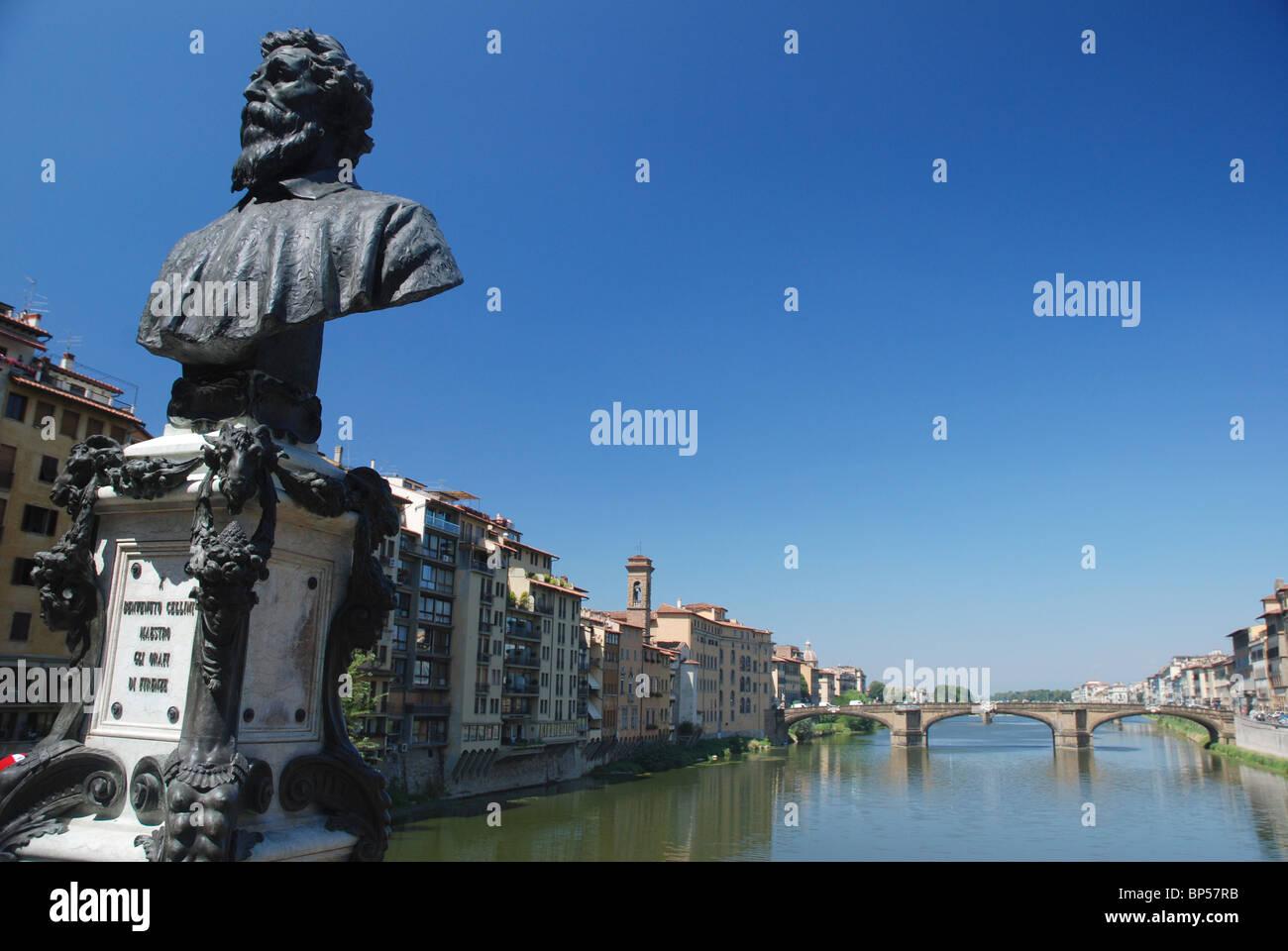 Statue of Benvenuto Cellini on Ponte Vecchio Bridge, Florence, Italy. - Stock Image