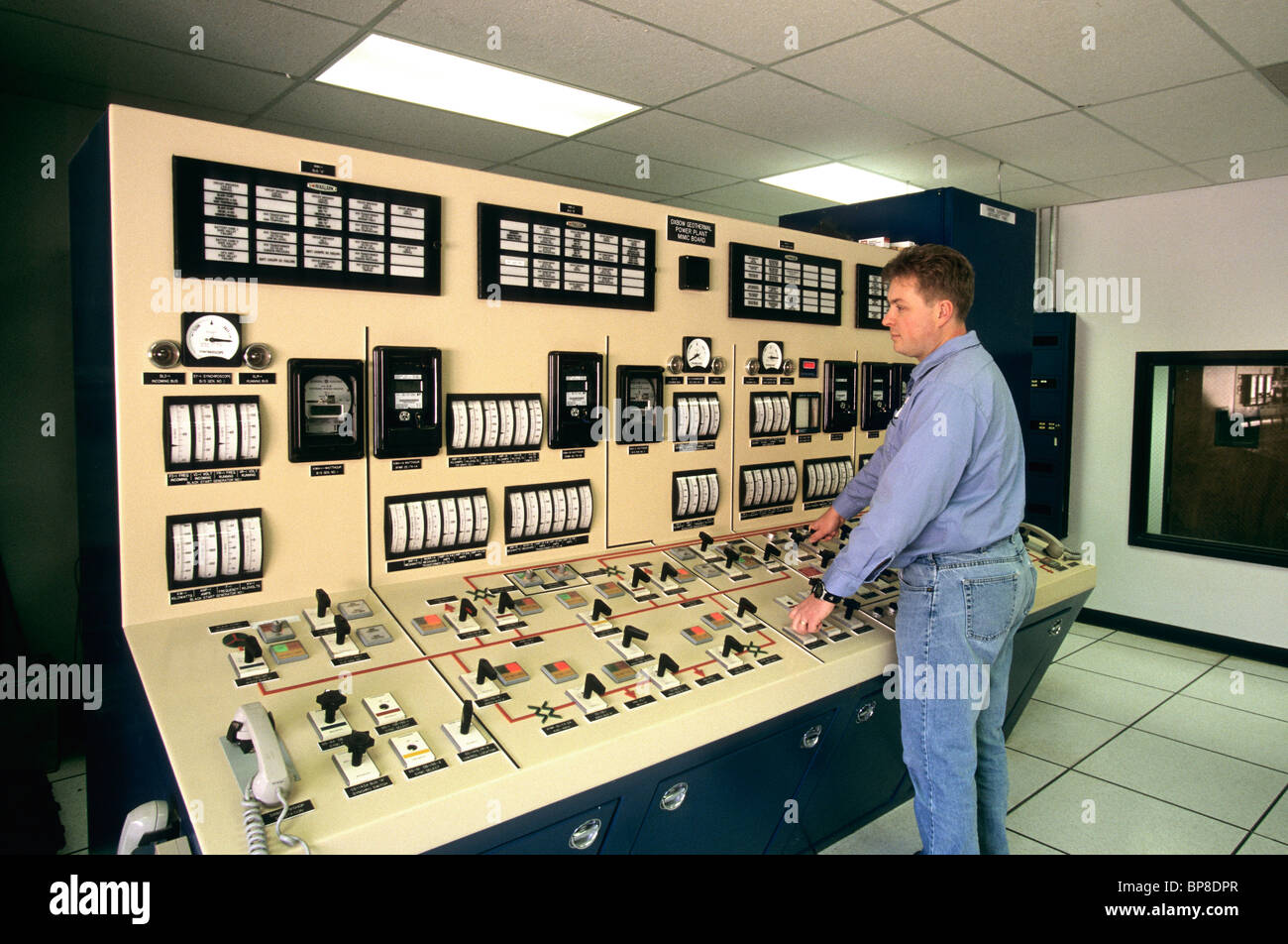 Geothermal Power plant, operator at control station, - Stock Image
