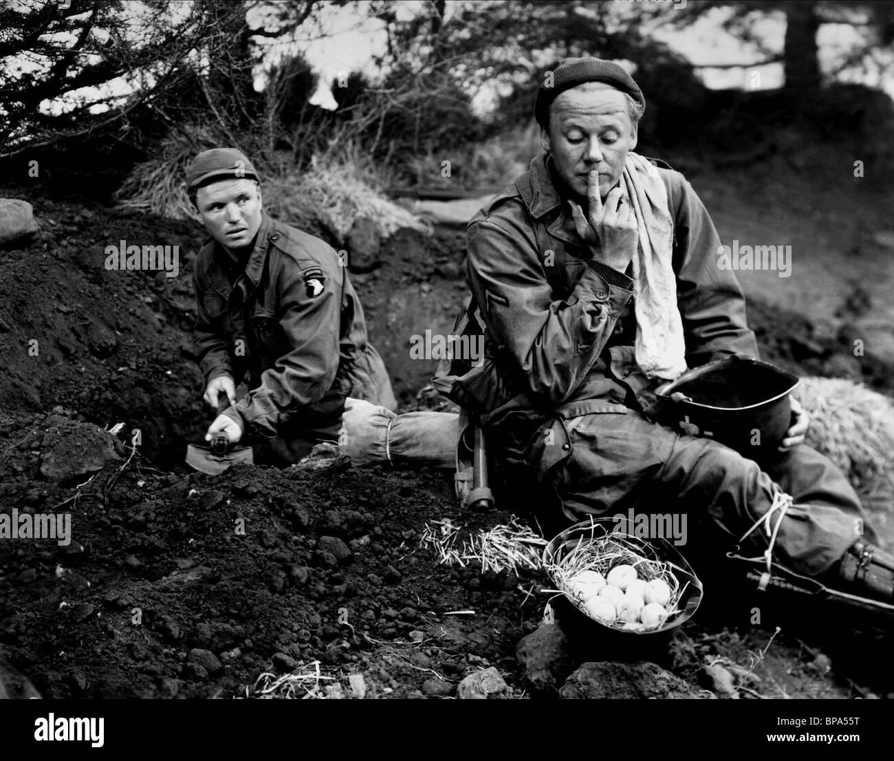 RICHARD JAECKEL & VAN JOHNSON BATTLEGROUND (1949) - Stock Image