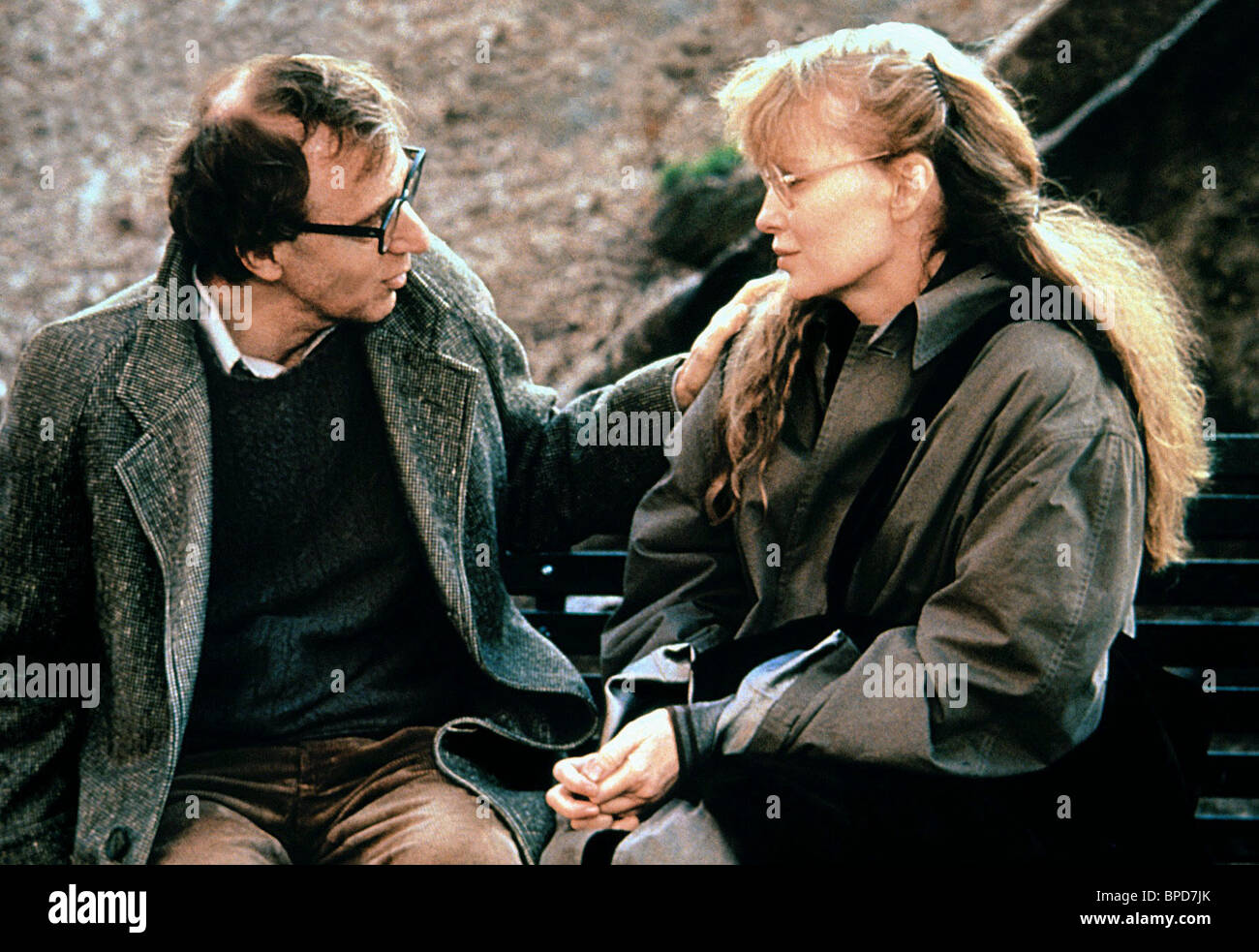 WOODY ALLEN, MIA FARROW, CRIMES AND MISDEMEANORS, 1989 Stock Photo