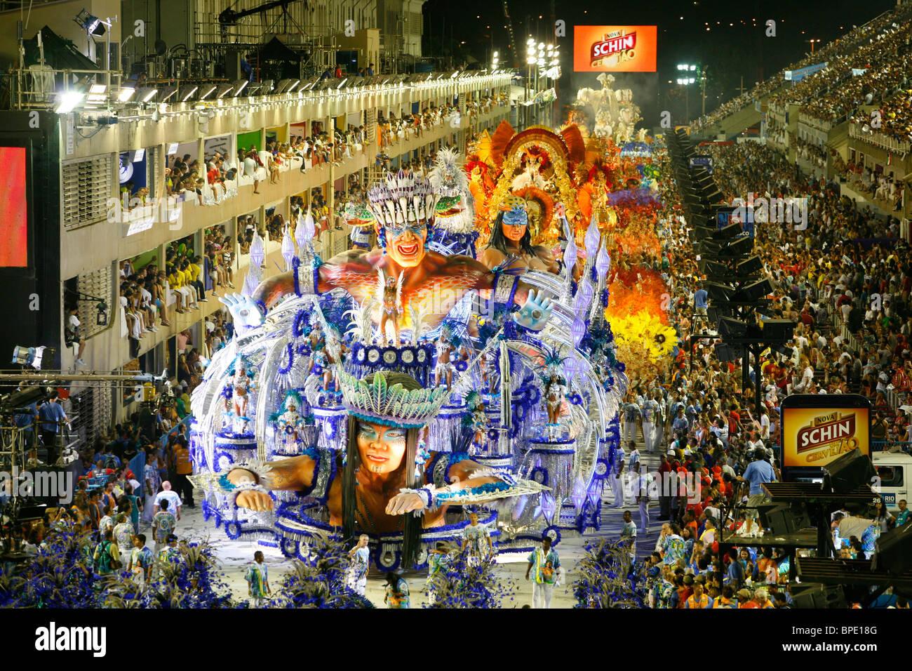 Carnival parade at the Sambodrome, Rio de Janeiro, Brazil. - Stock Image