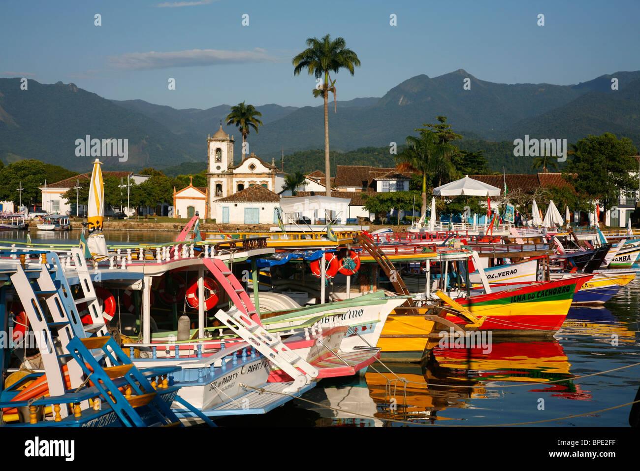 View over Santa Rita church and the harbour, Paraty, Rio de Janeiro State, Brazil. - Stock Image