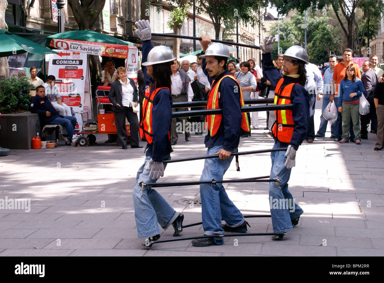 street-performer-in-mexico-city-controll
