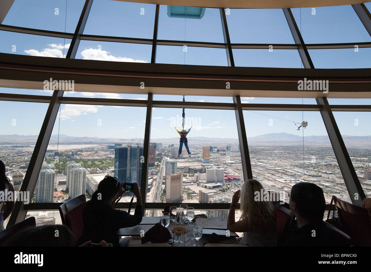 diners-in-the-top-of-the-world-restaurant-at-the-strat-or-stratosphere-BPWCX0.jpg