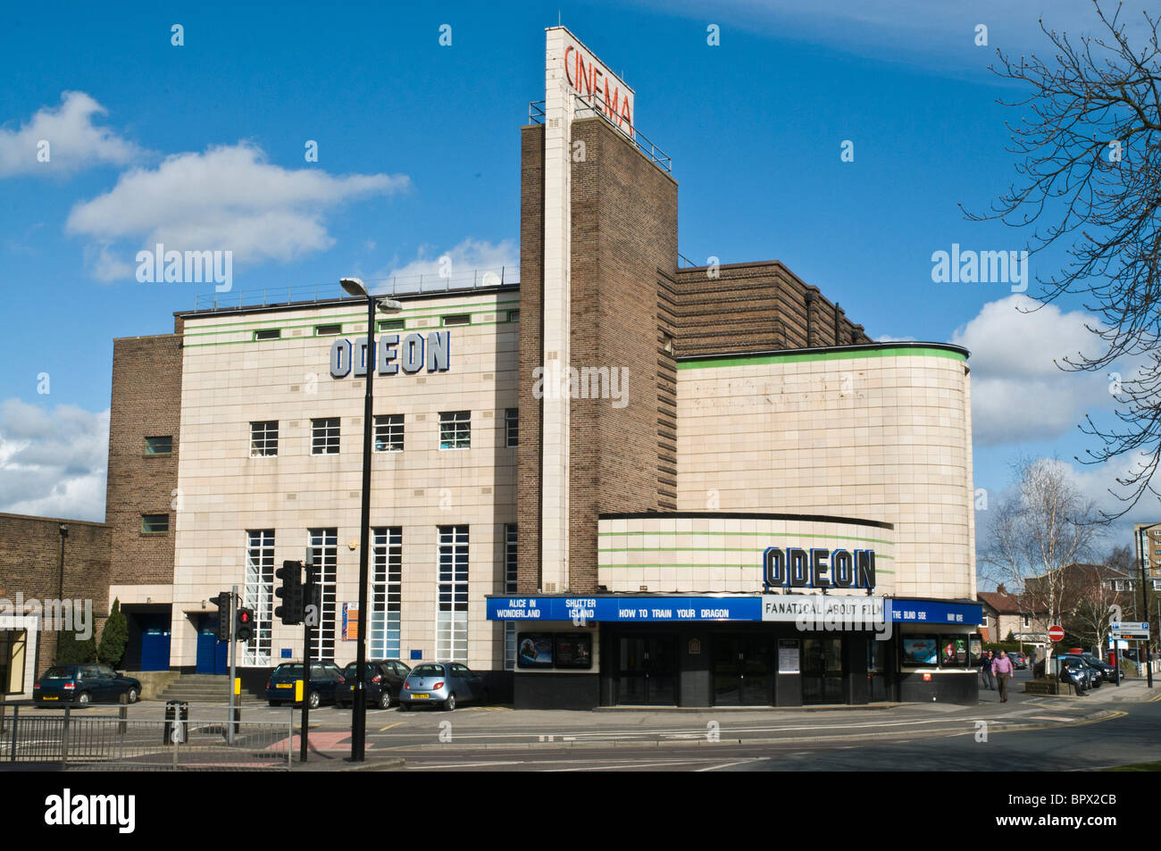 dh  HARROGATE NORTH YORKSHIRE Odeon Cinema artdeco film theatre building art deco england uk - Stock Image