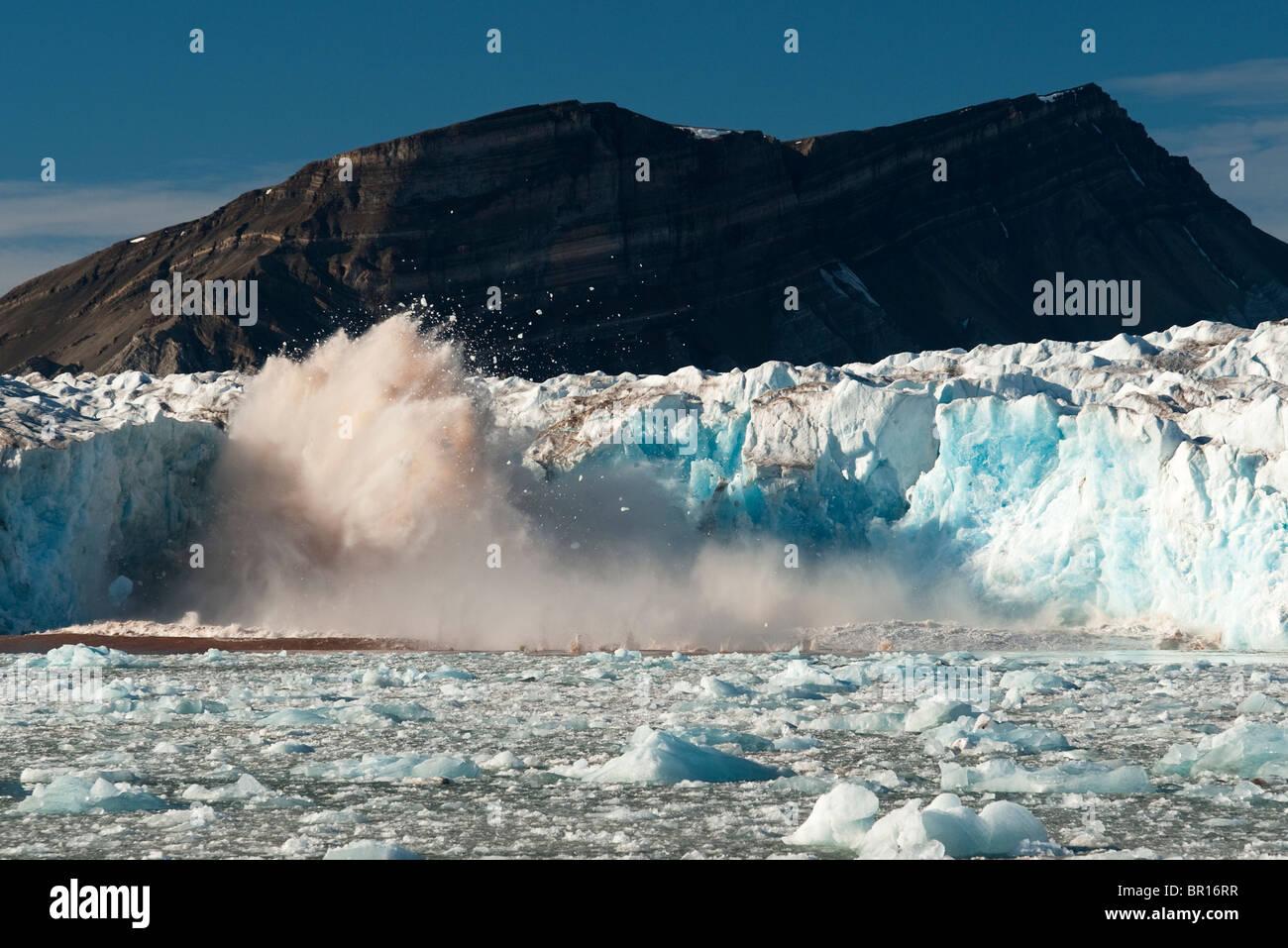 GLACIER CALVING ICE, SVALBARD, ARCTIC - Stock Image