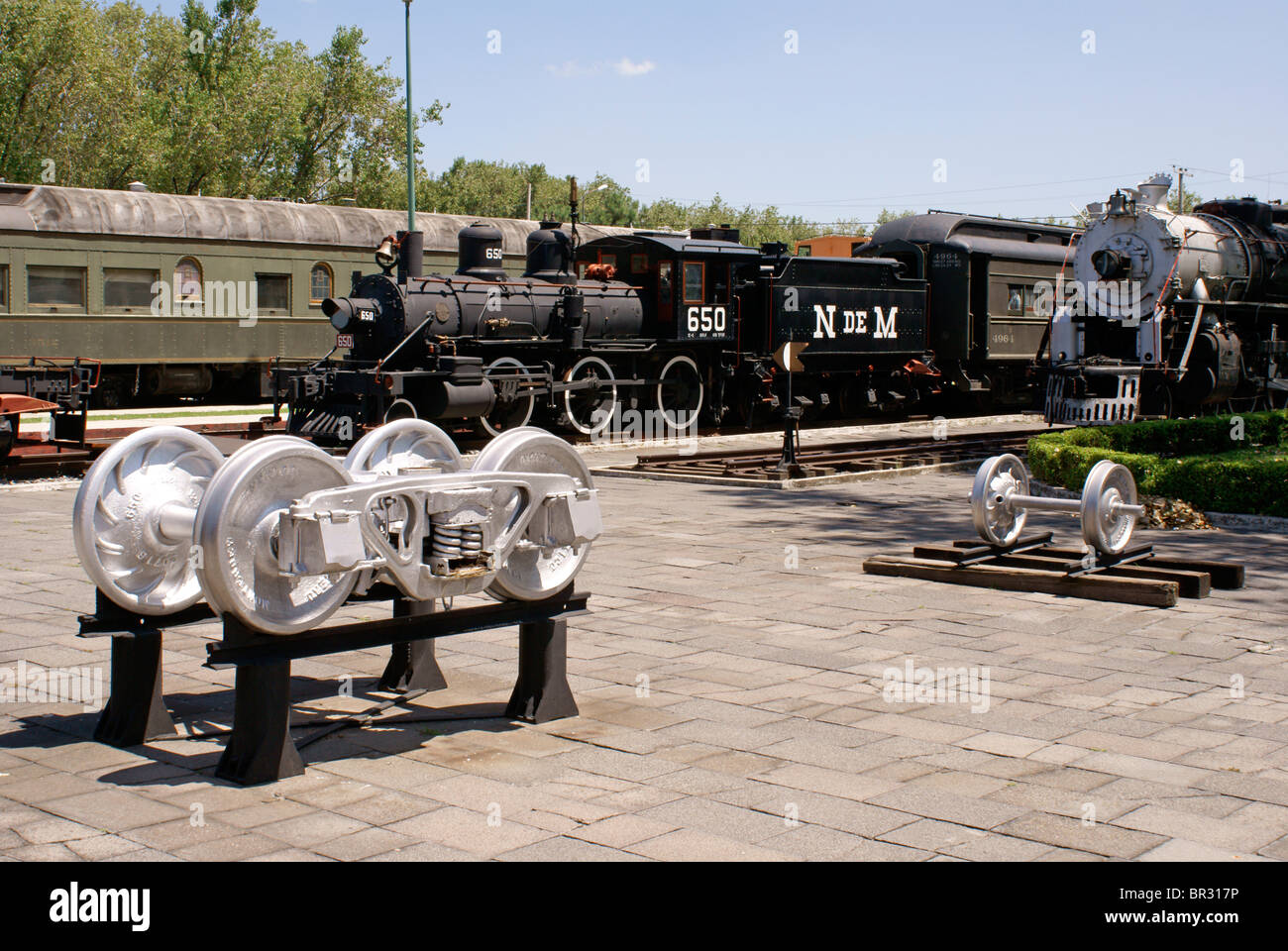 locomotives-at-the-museo-nacional-de-los