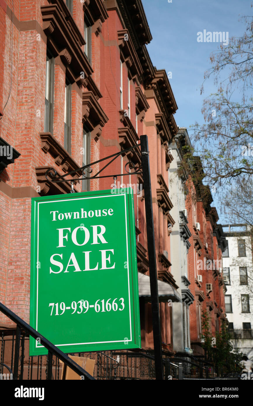 FOR SALE sign in front of a townhouse, Brooklyn, New York, USA - Stock Image