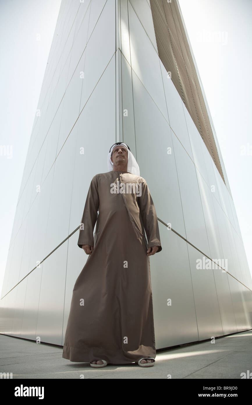 Middle eastern man by modern dubai building - Stock Image