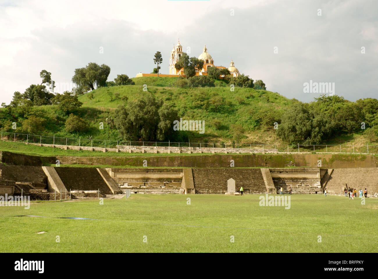 pre-hispanic-ruins-at-southern-base-of-tepanapa-pyramid-and-santuario-BRFPKY.jpg