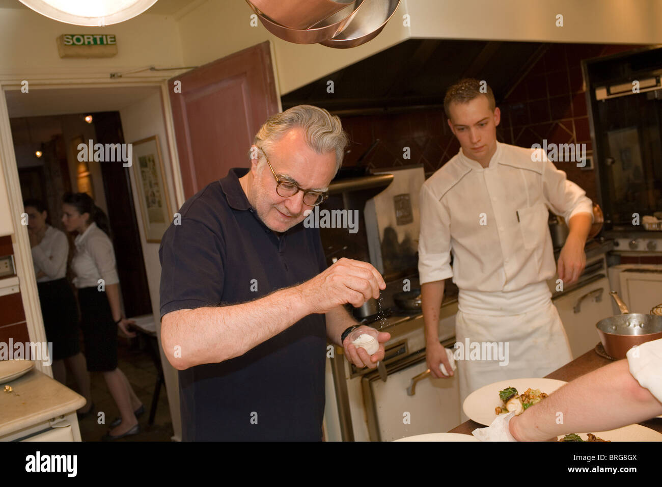 Alain Ducasse working in the kitchen of La Bastide de Moustier in ...