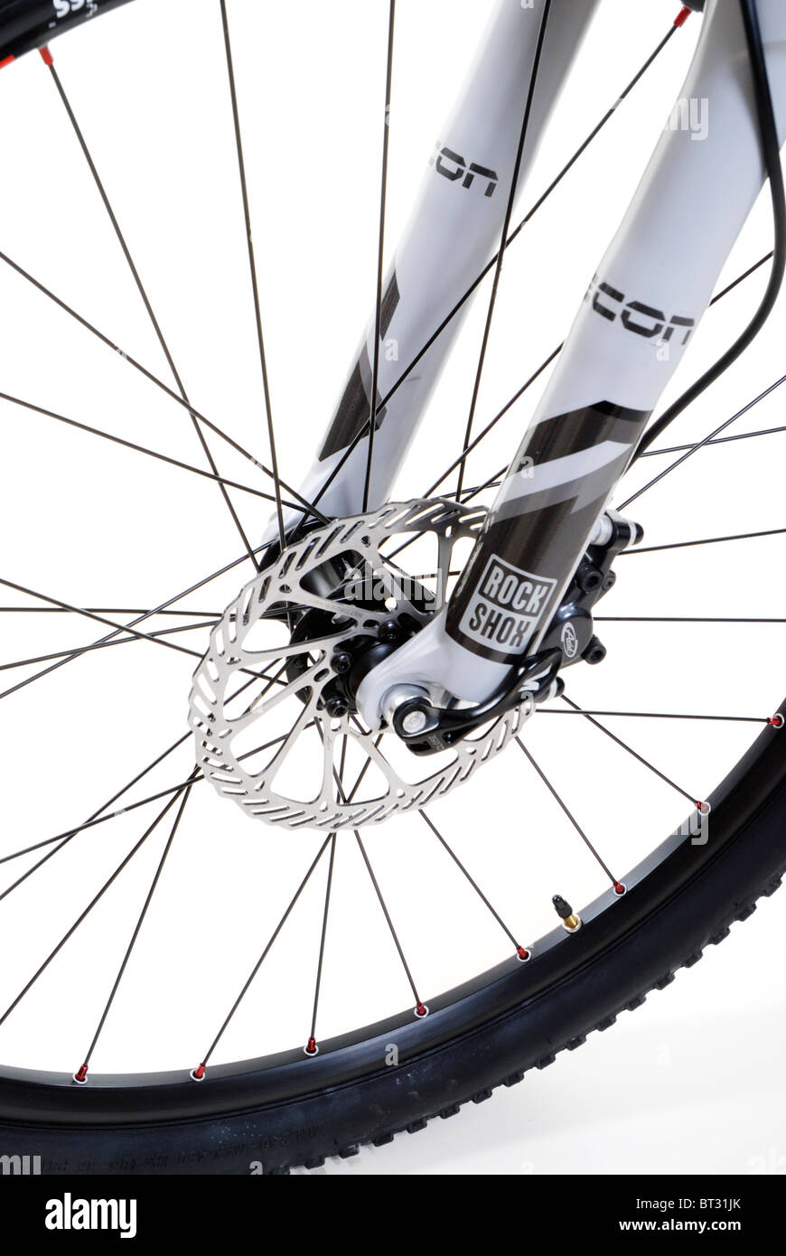 f7060920610 Mountain bike front wheel with hydraulic disc brakes and suspension fork