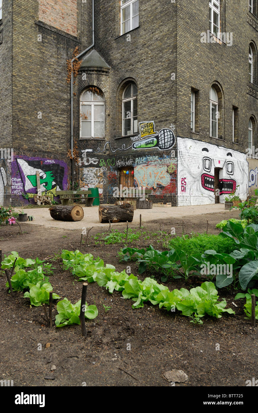 berlin germany urban gardening in stock photos berlin germany urban gardening in stock images. Black Bedroom Furniture Sets. Home Design Ideas