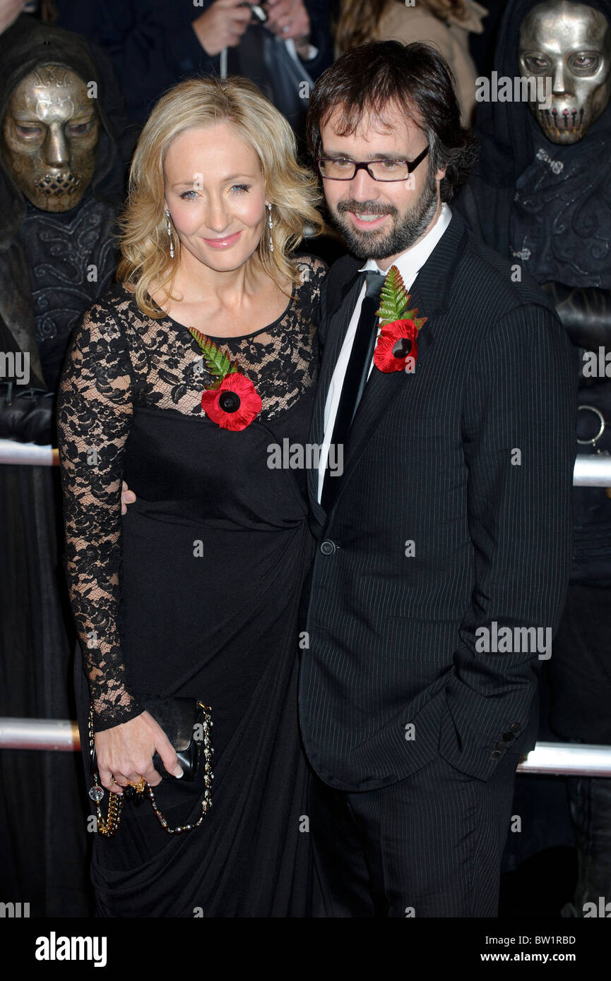 J K Rowling attends the World Premiere of Harry Potter and the Deathly Hallows Part 1, London, 11th November 2010. - Stock Image
