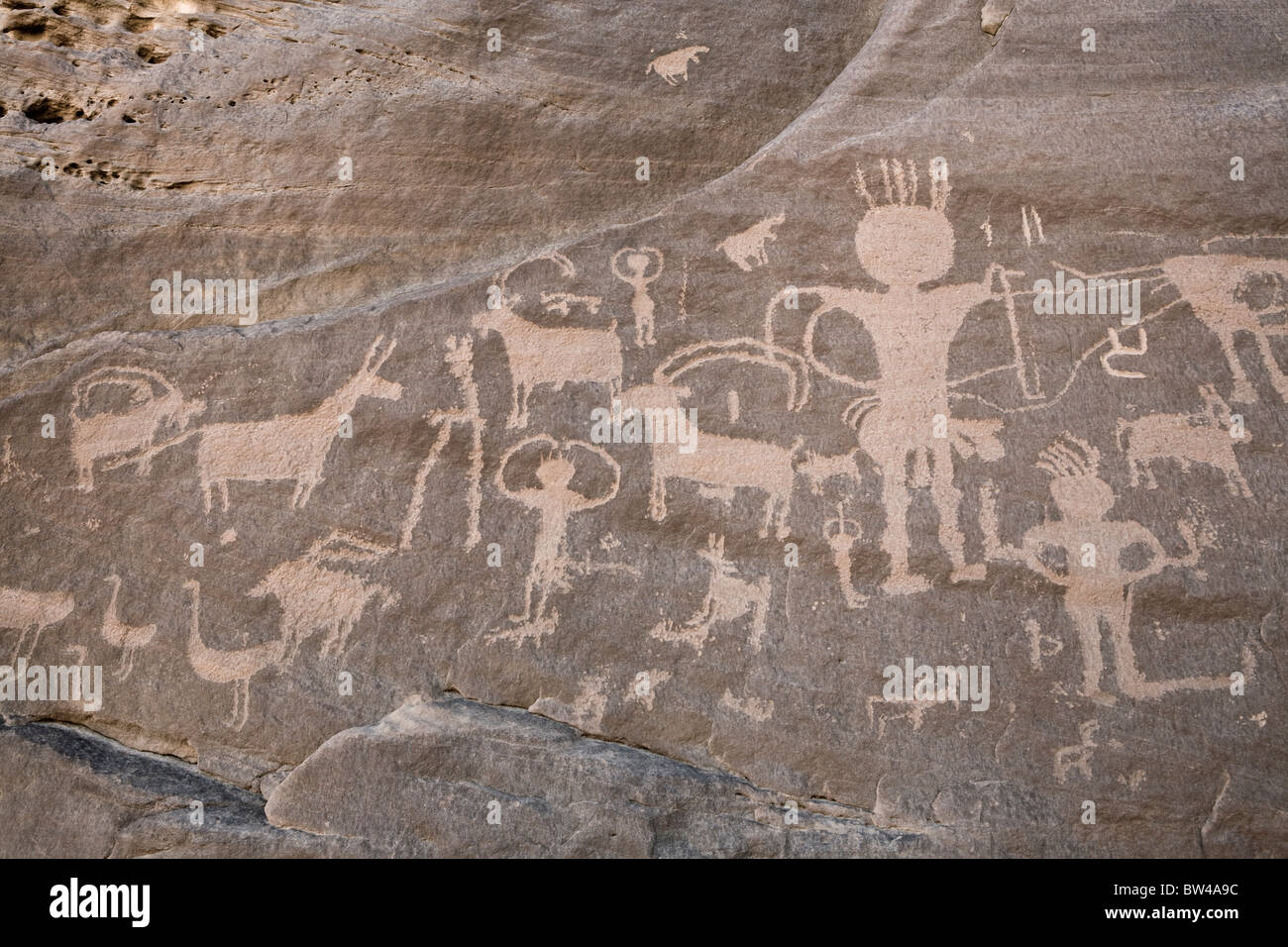 Petroglyphs of men and animals on rock-face in Wadi Umm Salam in Eastern Desert of Egypt - Stock Image