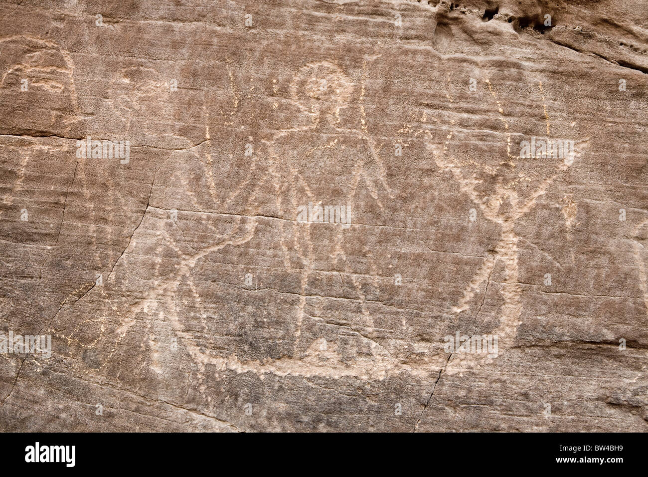 Petroglyph depicting men and a boat from dynastic period, Wadi Hammamat, Eastern Desert Egypt - Stock Image