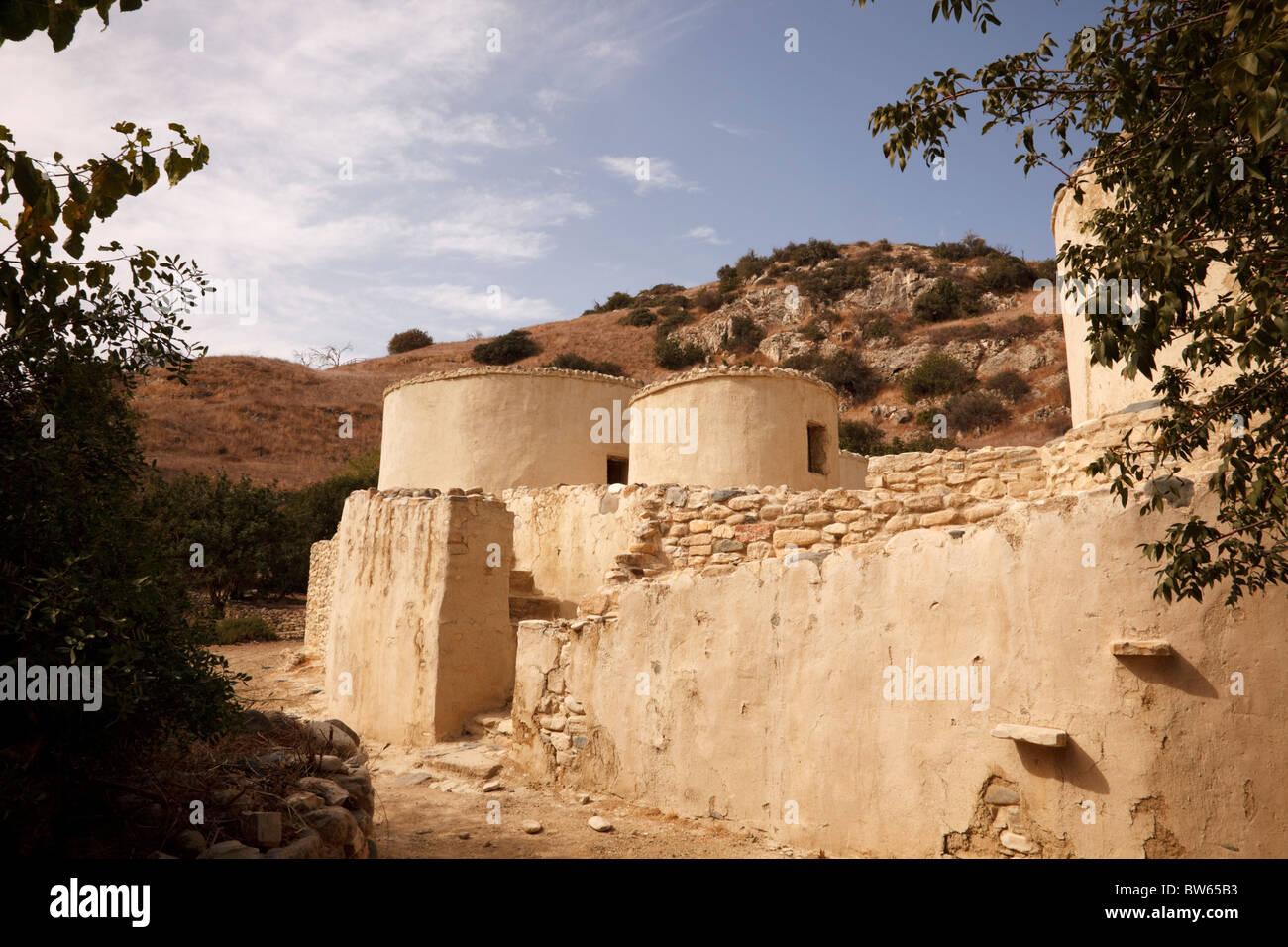 neolithic-roundhouses-at-choirokoitia-cy