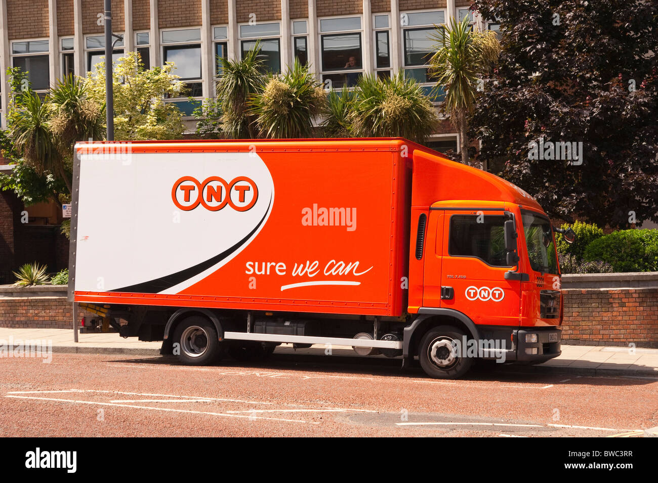 A TNT courier lorry in Norwich , Norfolk , England , Great Britain , Uk - Stock Image