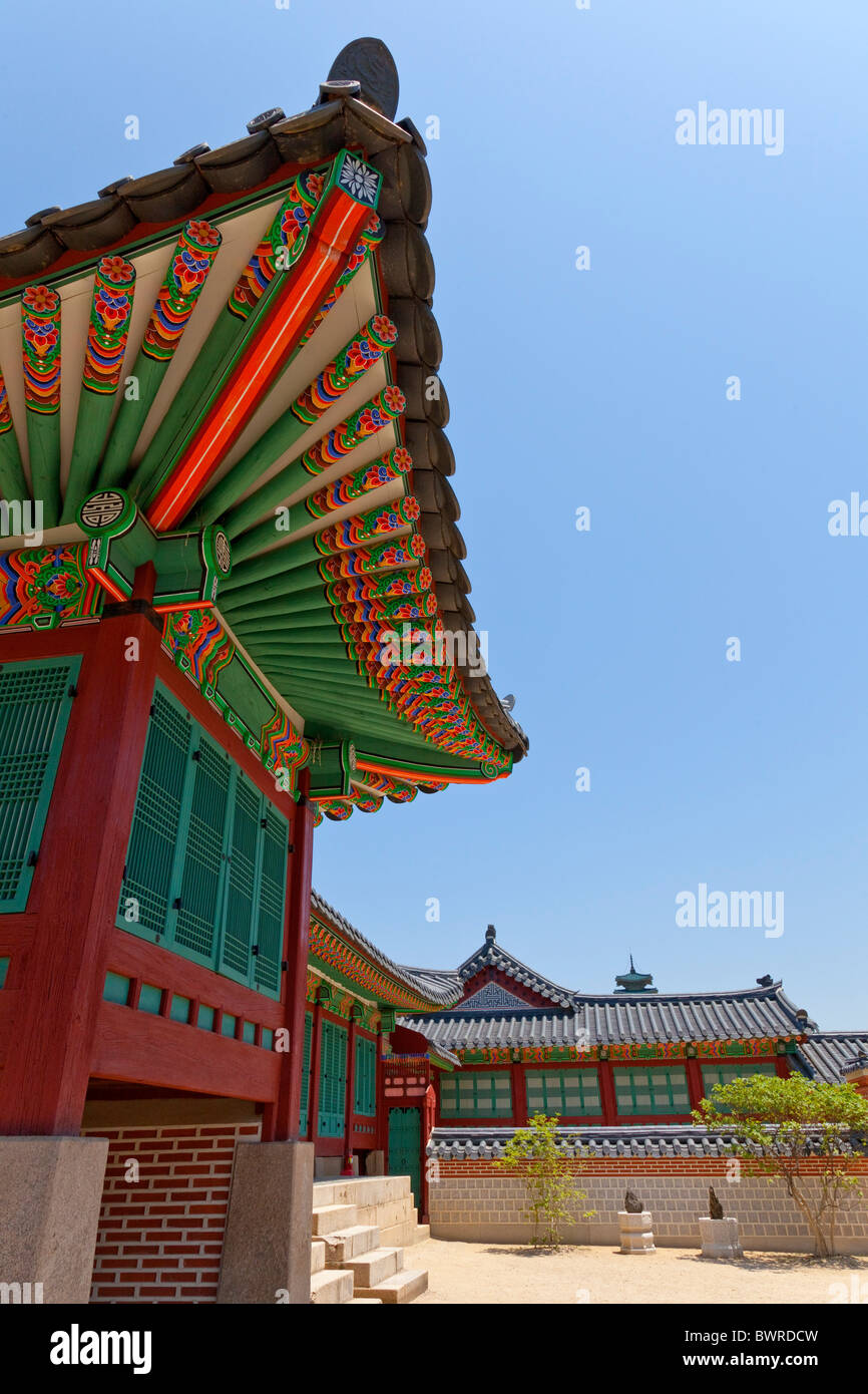 Roof at Gyeongbokgung Palace Seoul South Korea. JMH3936 - Stock Image