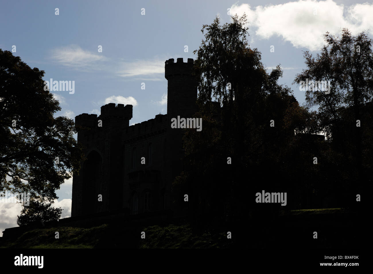 silhouette-of-bodelwyddan-castle-in-the-