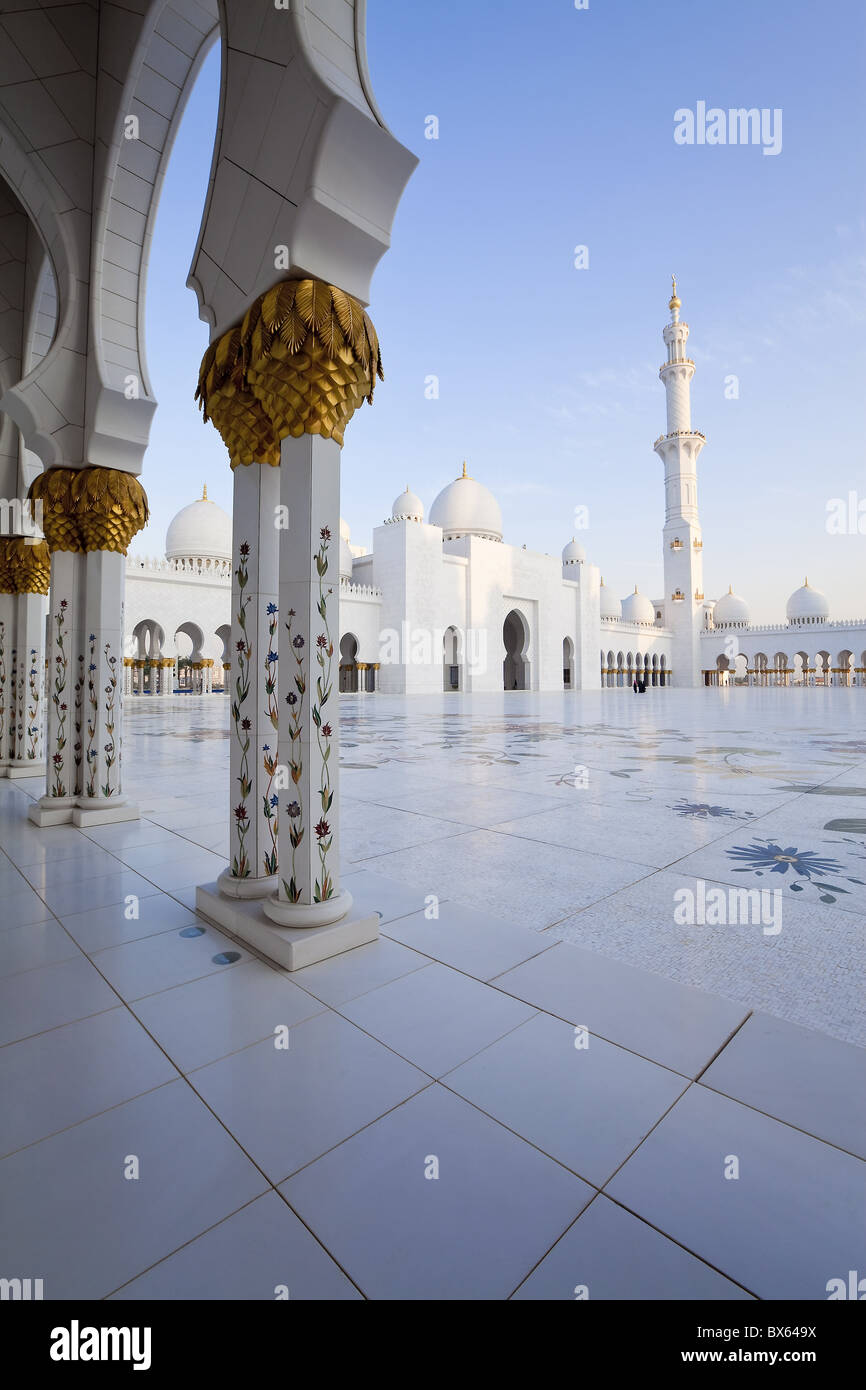 Gilded columns of Sheikh Zayed Bin Sultan Al Nahyan Mosque, Abu Dhabi, United Arab Emirates, Middle East - Stock Image
