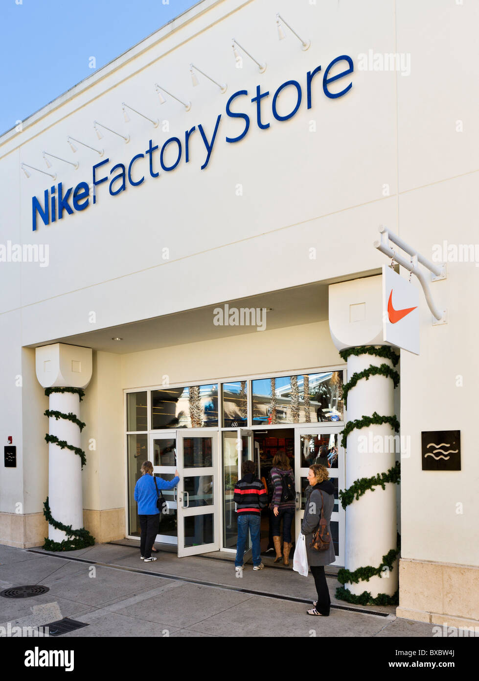 3 reviews of Nike Factory Store