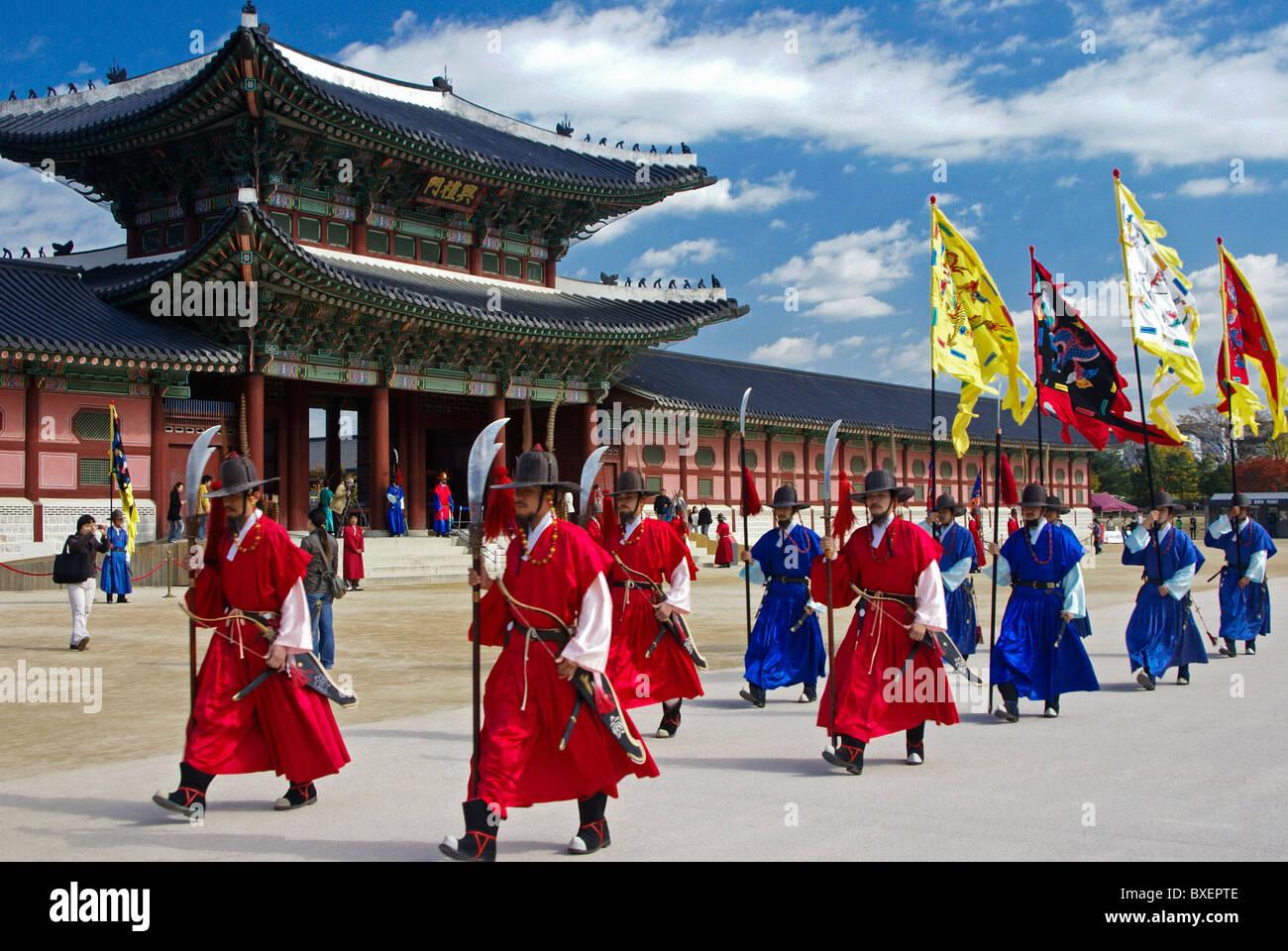 Changing of the Guard at Gyeongbokgung, Seoul, South Korea - Stock Image