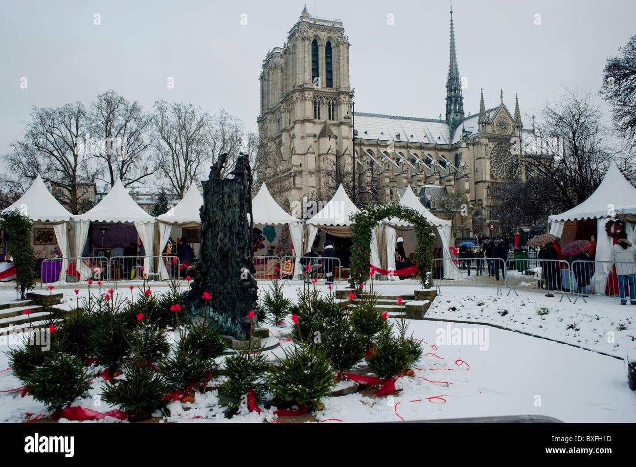 Notre Dame Christmas Ornament - rjmovers.com