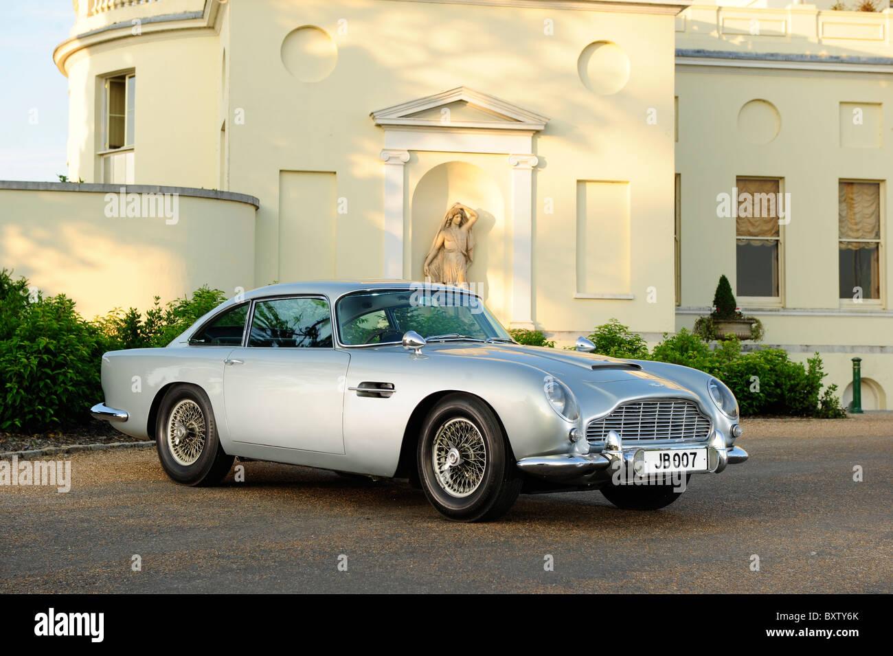 1964 james bond 007 goldfinger aston martin db5 at stoke park stock
