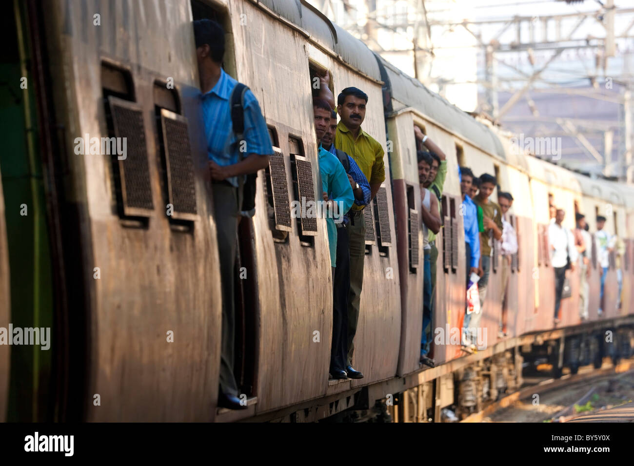 Commuters, Victoria or CST train station, Mumbai, India - Stock Image