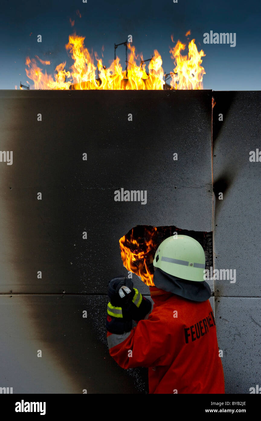 Firefighter extinguishing a fire - Stock Image