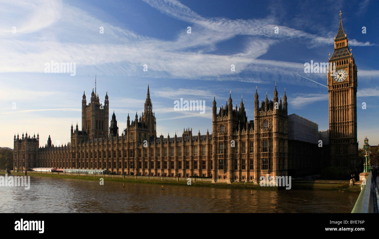 Thames with Houses of Parliament and clocktower with Big Ben, London, England, UK, Europe - Stock Image
