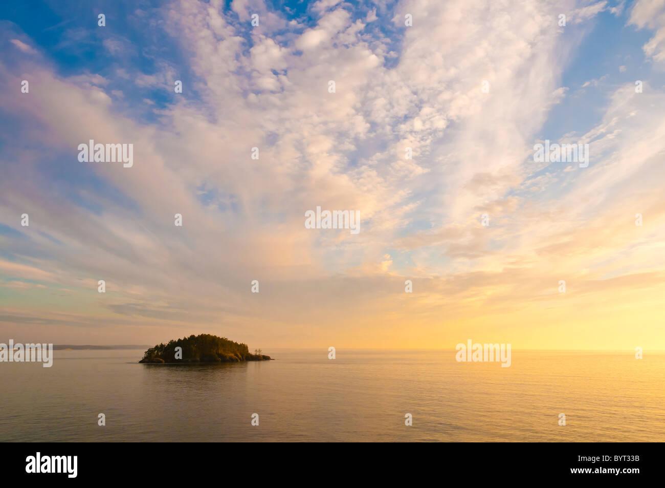 Deception Island from Rosario Head, Deception Pass State Park, Fidalgo Island, Washington. - Stock Image