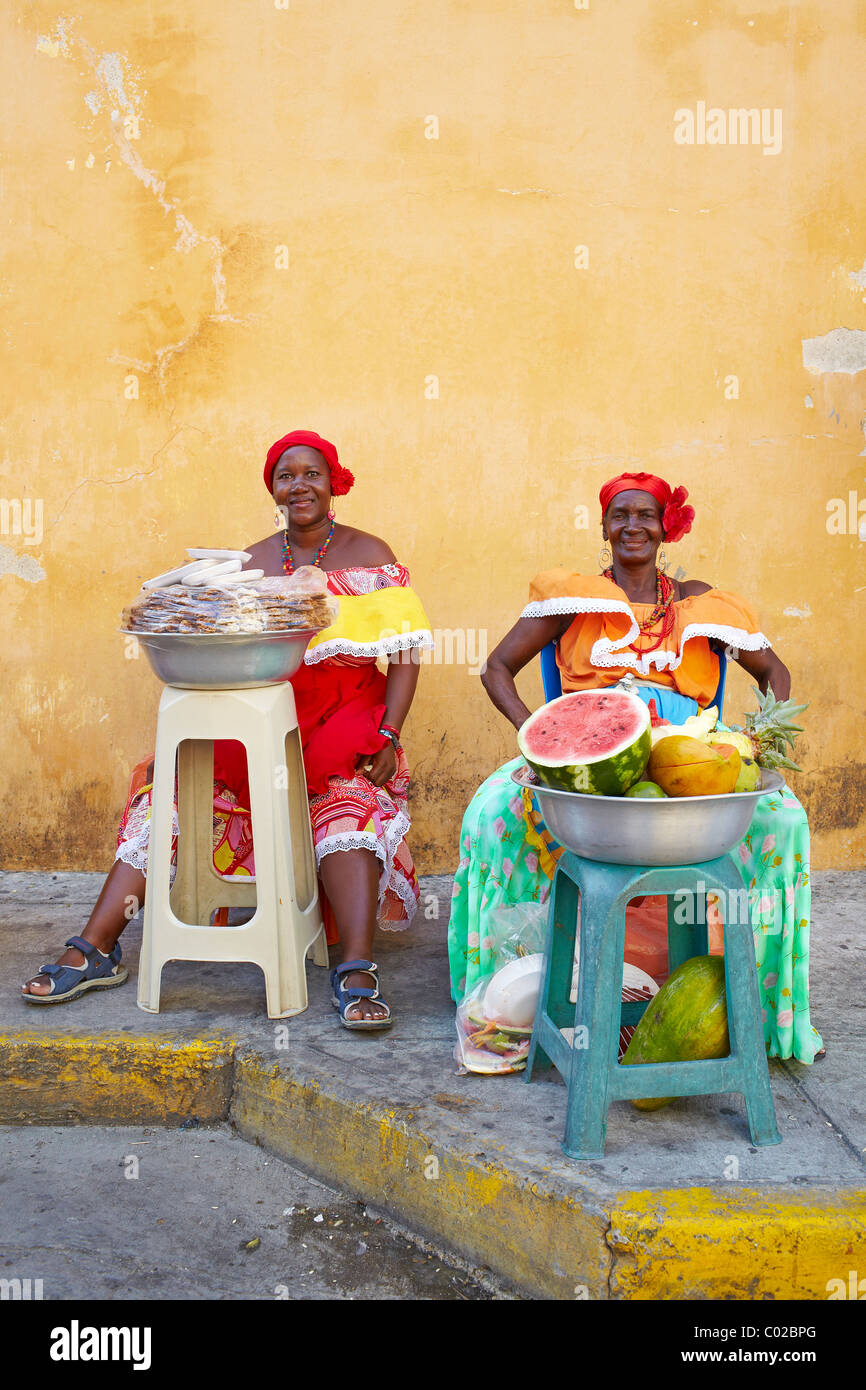 Colombian women selling fruit, Cartagena, Colombia Stock Photo