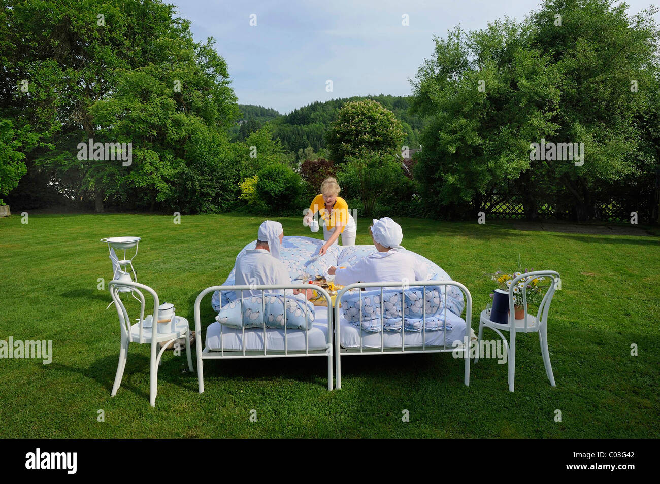 boarders-with-nightcaps-having-breakfast-in-bed-in-a-garden-crazy-C03G42.jpg