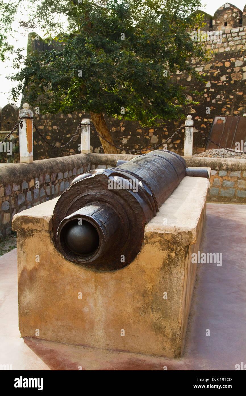 Cannon in a fort, Jhansi Fort, Jhansi, Uttar Pradesh, India - Stock Image