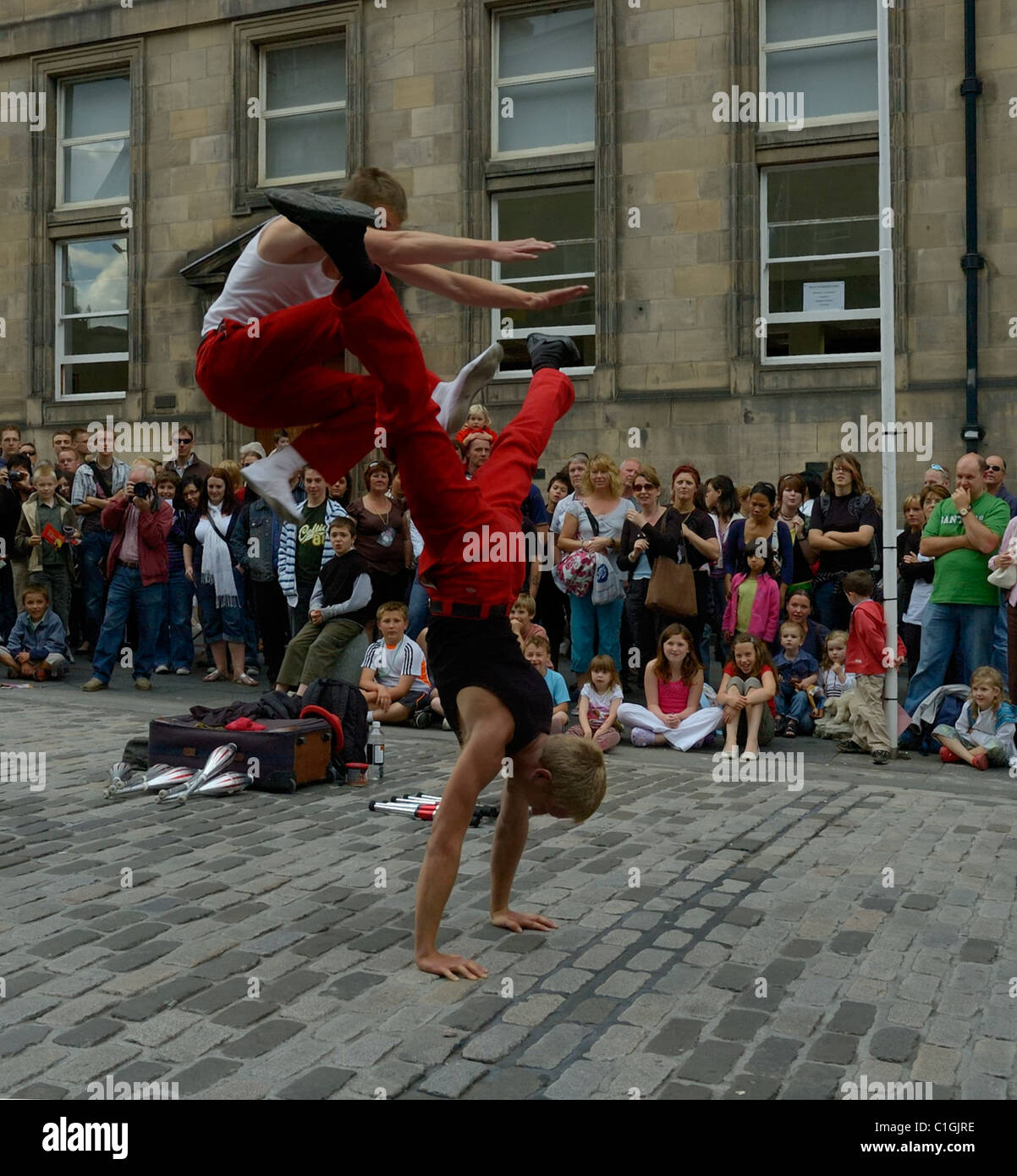 edinburgh-aug-9-two-gymnasts-perform-on-the-street-during-the-edinburgh-C1GJRE.jpg