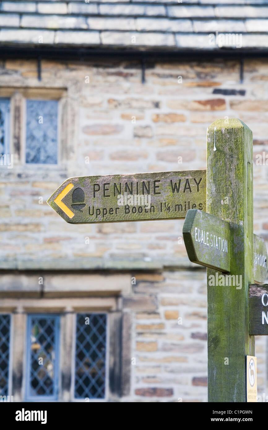 England, Peak District, Edale, Pennine Way signpost - Stock Image