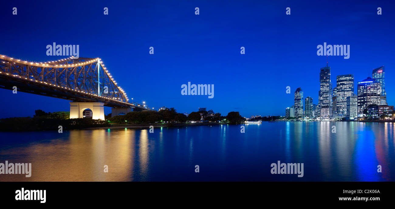 Brisbane city & Story Bridge at night - Stock Image
