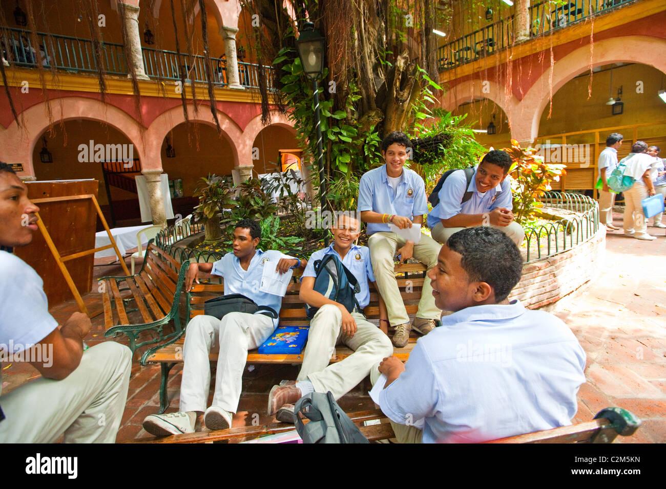 Students at Rafael Nunez University, Cartagena, Colombia - Stock Image