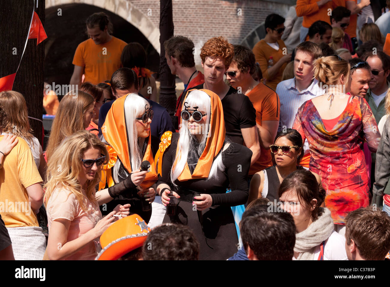 https://c7.alamy.com/comp/C37B3P/two-lady-gaga-look-a-likes-on-kingsday-the-kings-birthday-in-amsterdam-C37B3P.jpg