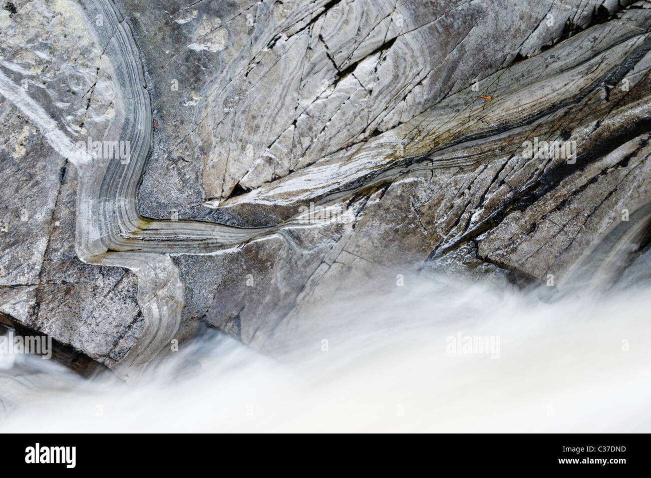 The Water of Bruar and mica schist rock, Perth and Kinross, Scotland, UK. - Stock Image