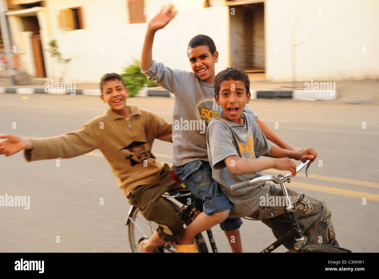 africa-middle-east-egypt-egyptians-three