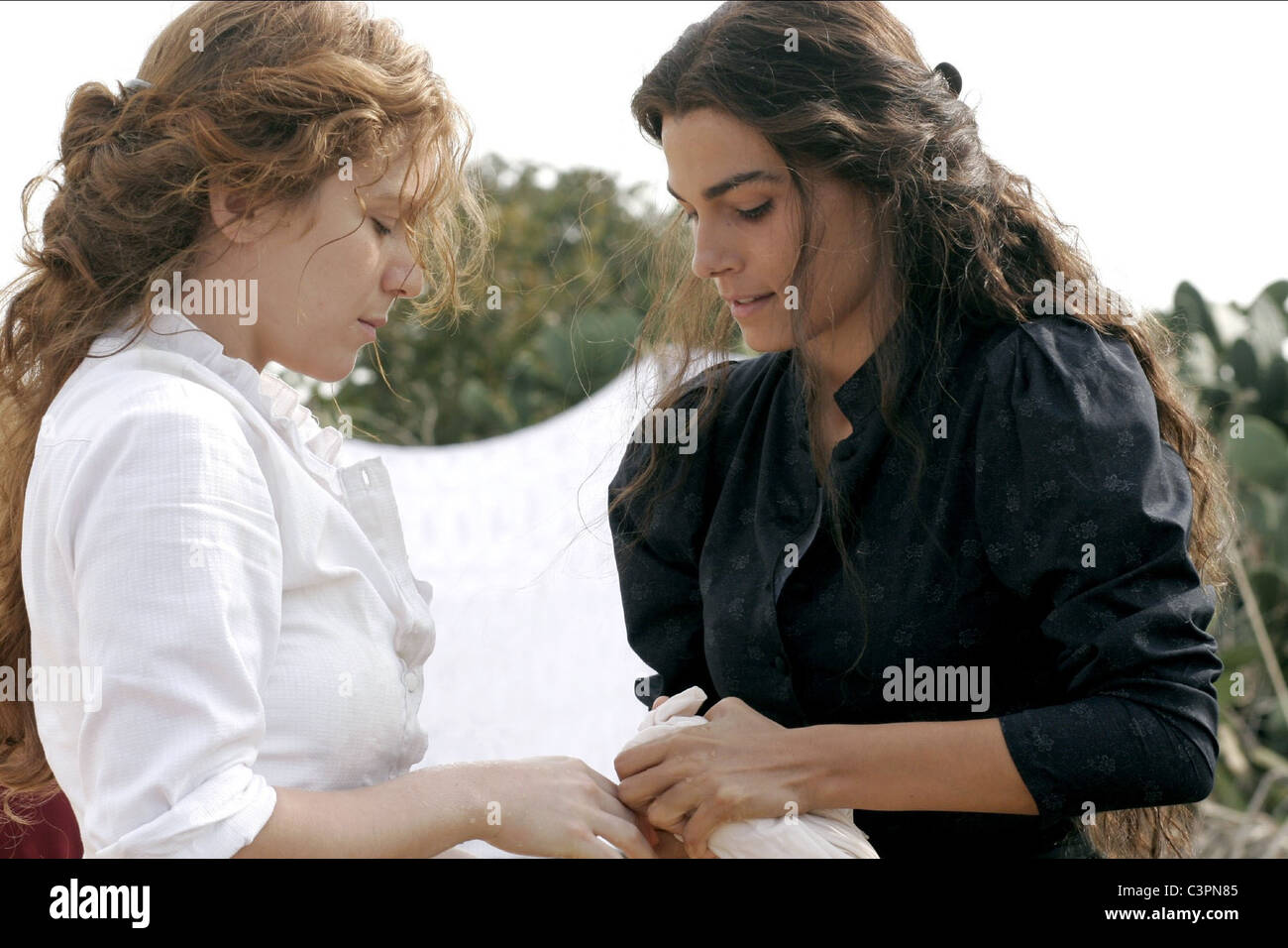 VALERIA SOLARINO & ISABELLA RAGONESE VIOLA DI MARE (2009) - Stock Image