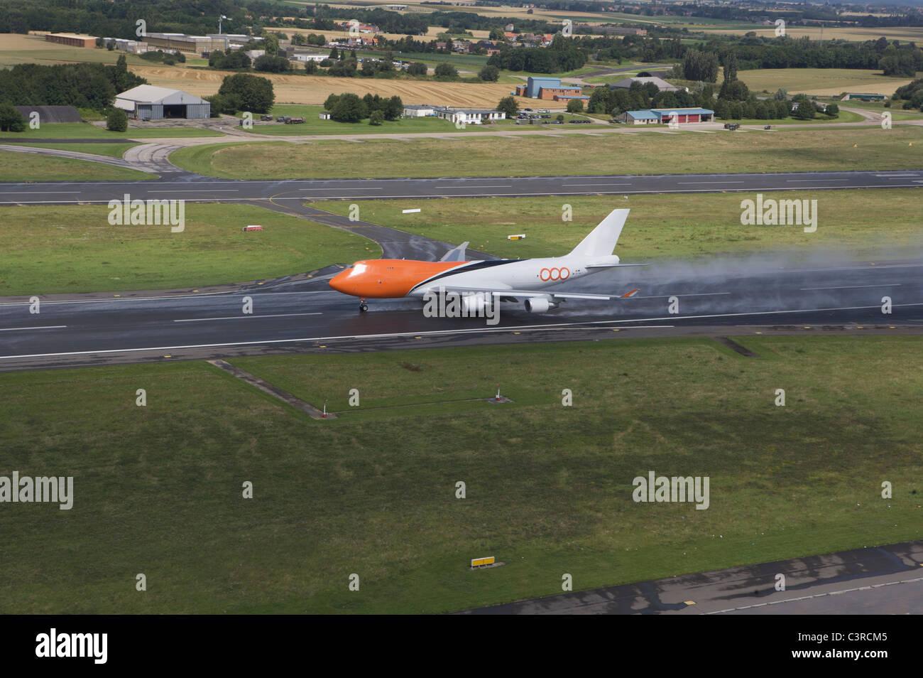 Plane taking off - Stock Image