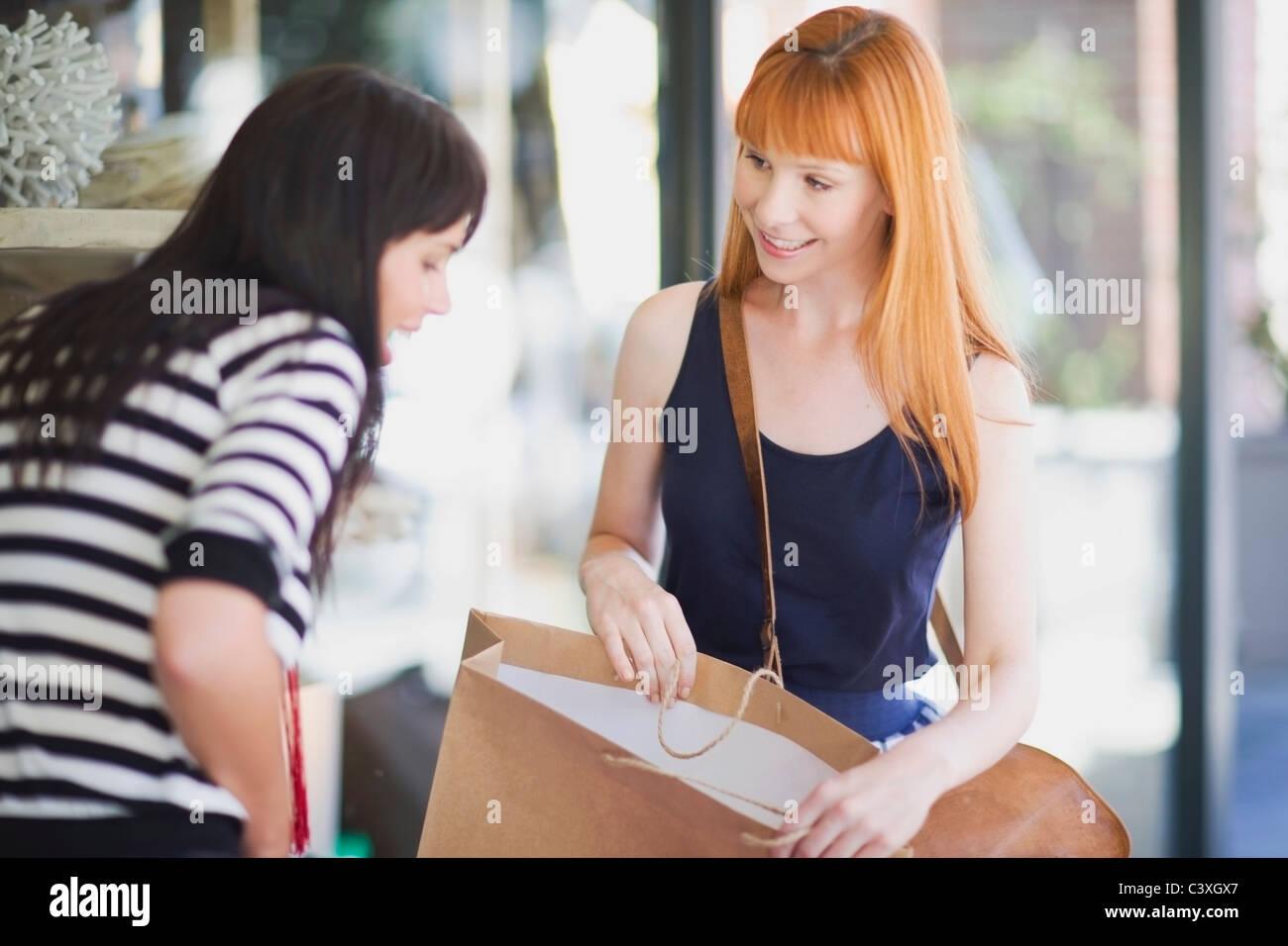 Women on a shopping tour - Stock Image