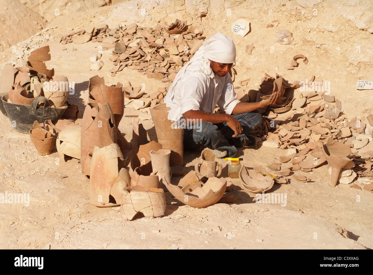 africa-middle-east-egypt-egyptian-luxor-nile-valley-of-the-kings-archaeologists-C3XXAG.jpg