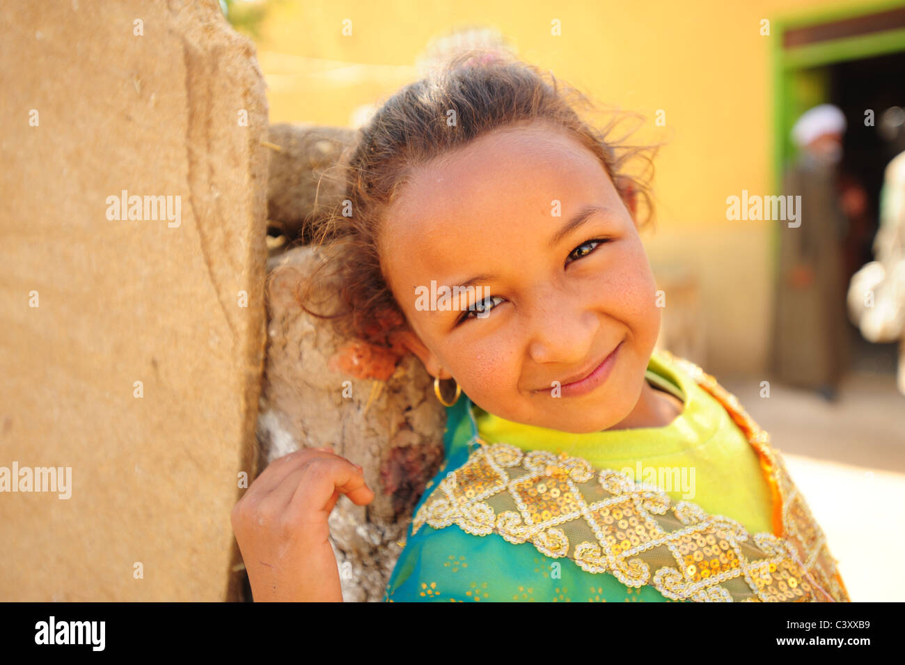 africa-middle-east-egypt-egyptian-young-girl-8-9-10-in-the-country-C3XXB9.jpg